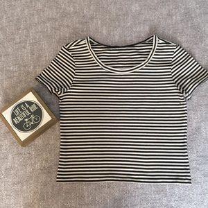 Tops - Crop Top black & white striped sz 0s
